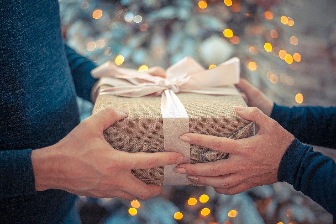 Gave bliver givet fra gammel til ung i julen