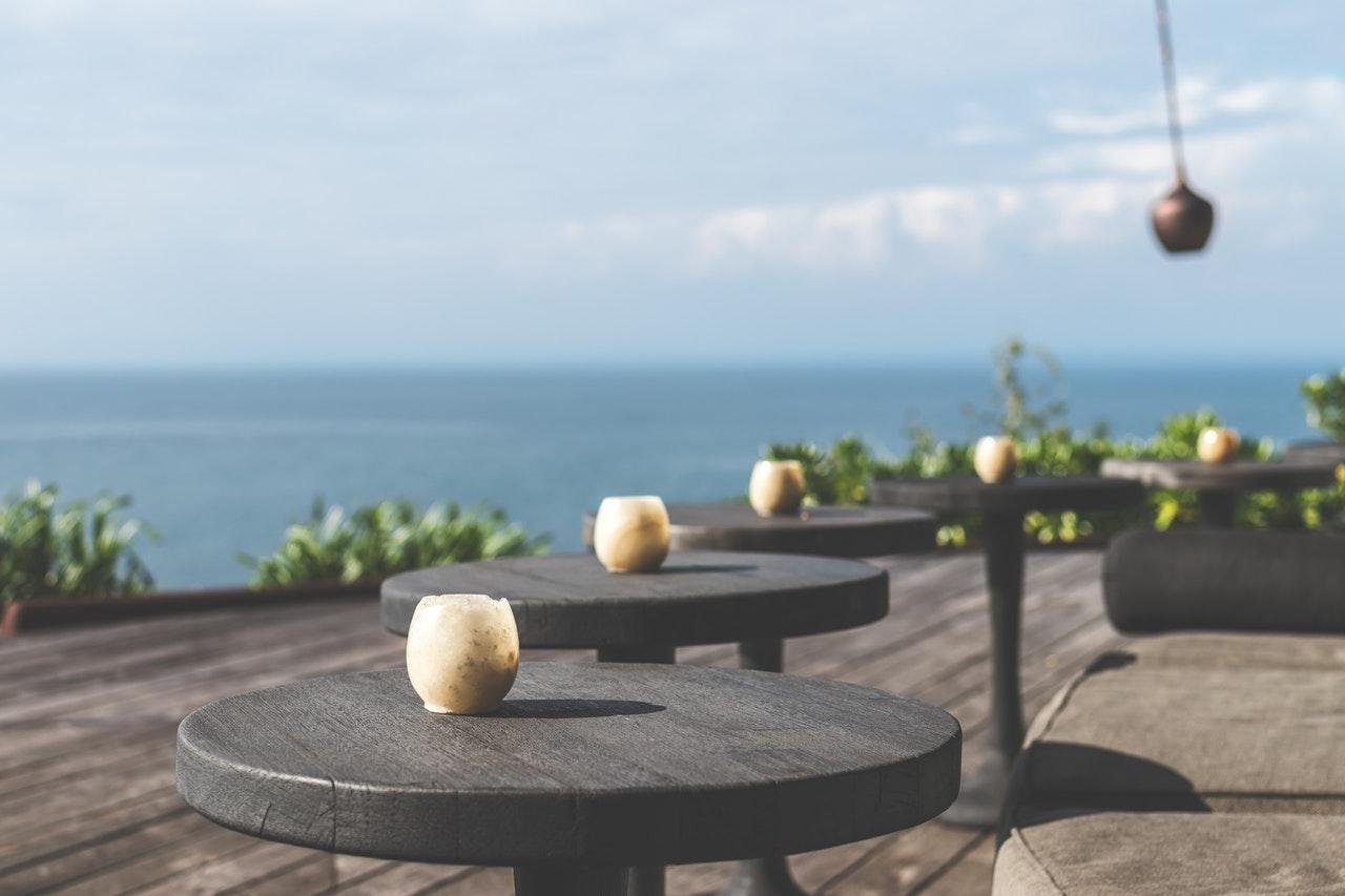 Terrasse med udsigt til havet